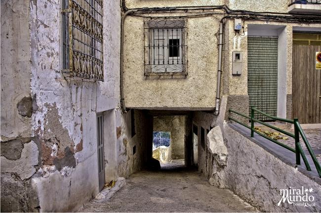 Calle típica en Ayna junto a la plaza Mayor