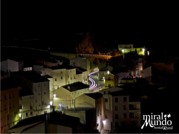 Ayna_de_noche_carretera - Miralmundo