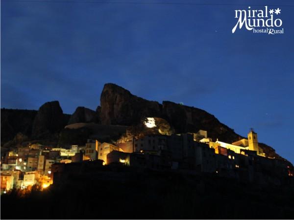 Ayna_de_noche_desde_el_rio - Miralmundo