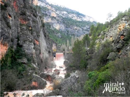 Crecida río Mundo Los Carcabos Ayna - Miralmundo