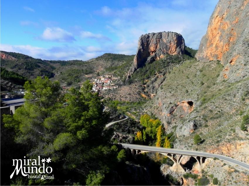 Puente del 9 de octubre de turismo rural en Albacete
