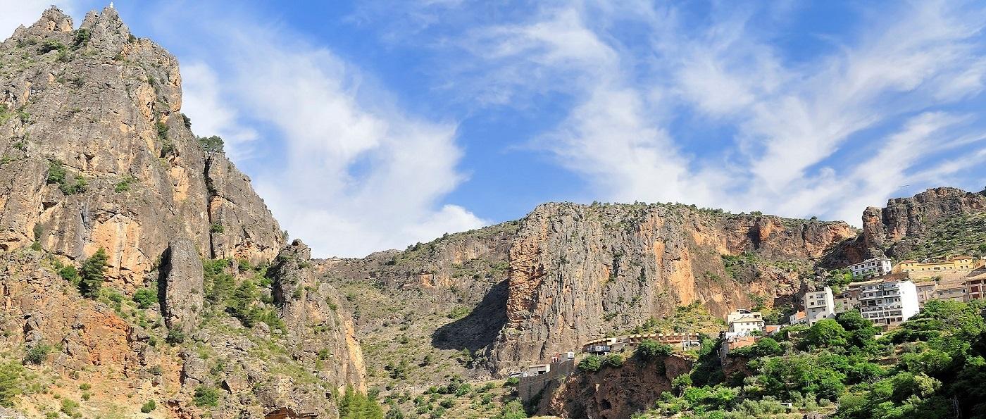 Aýna-La-Suiza-Manchega-Sierra-de-Albacete-río-Mundo
