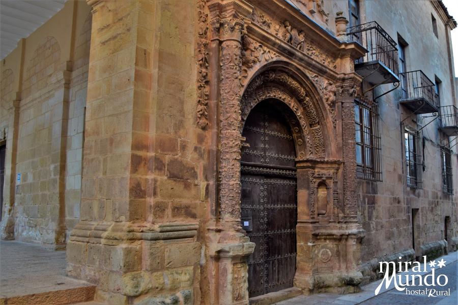 Alcaraz-calle-mayor-oficina-de-turismo-Miralmundo