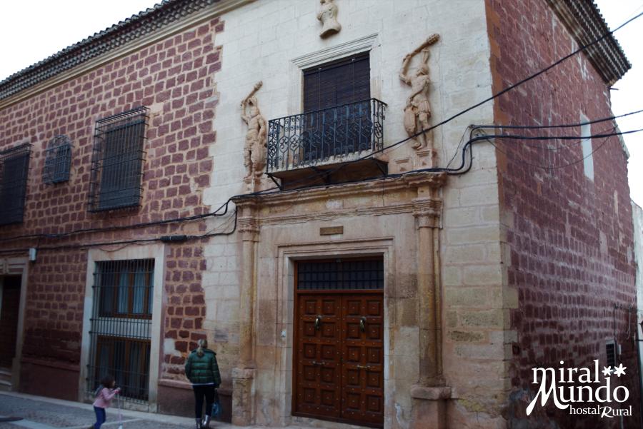 Alcaraz-calle-mayor-palacio-Miralmundo