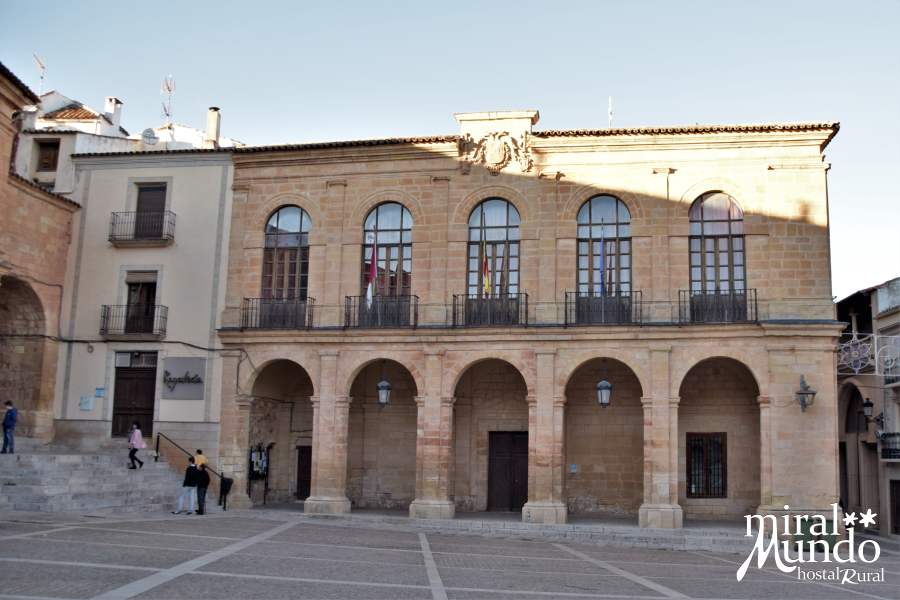 Alcaraz-fachada-ayuntamiento-Miralmundo