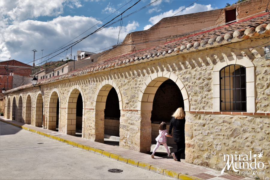 Elche-de-la-Sierra-lavadero-publico-exterior-Miralmundo