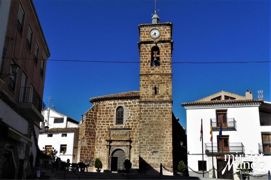 Letur-iglesia-de-Sta-Maria-de-la-asunción-y-plaza